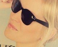 Une paire de lunettes de soleil gratuites